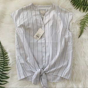 NWT🌟Striped sleeveless tie front button top